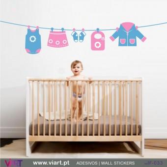 Roupinha de menina a secar - Vinil Adesivo para Decoração Infantil- Viart -1