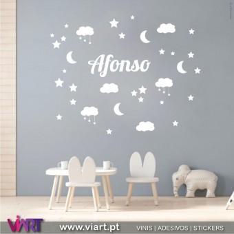 Nome nas estrelas com nuvens! Personalize o nome! Vinil Decorativo!